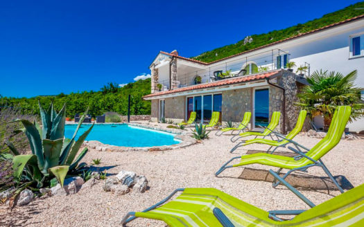 villa v horvatii s vidom na more